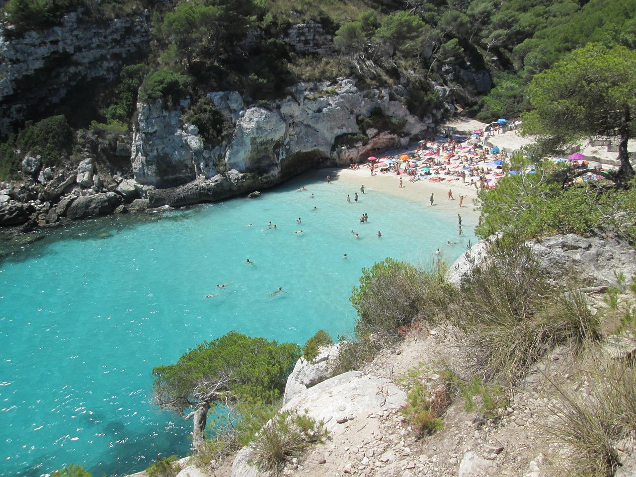 Cala Blanca es ist die beliebteste Bucht auf dieser Insel