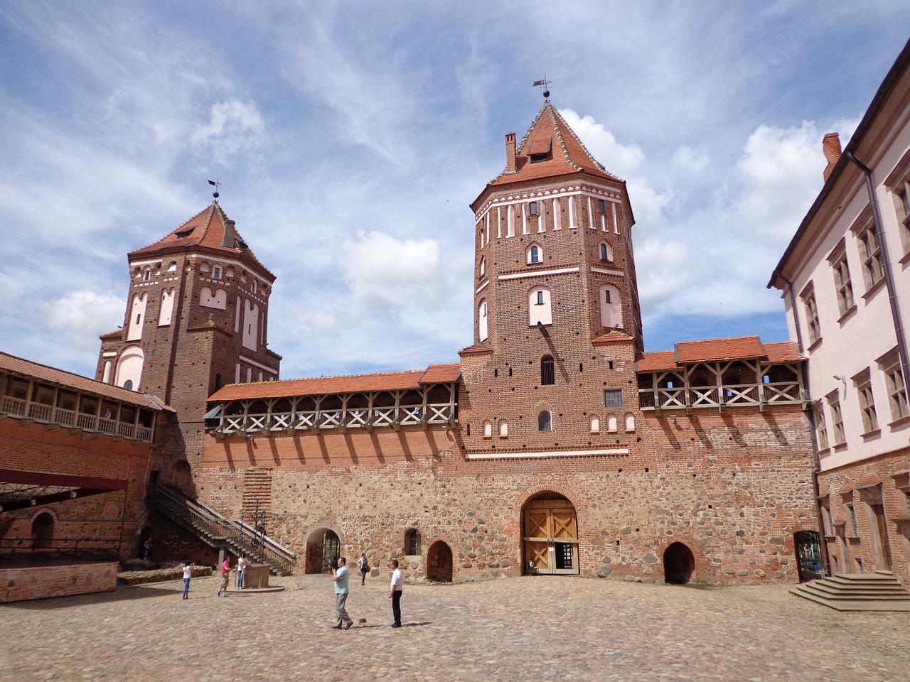 Das Schloss Mir - Wenn du die Sprache sprichst kann ich dir nur einen Urlaub hierher empfehlen auch wenn die Einwohner dich für bekloppt erklären
