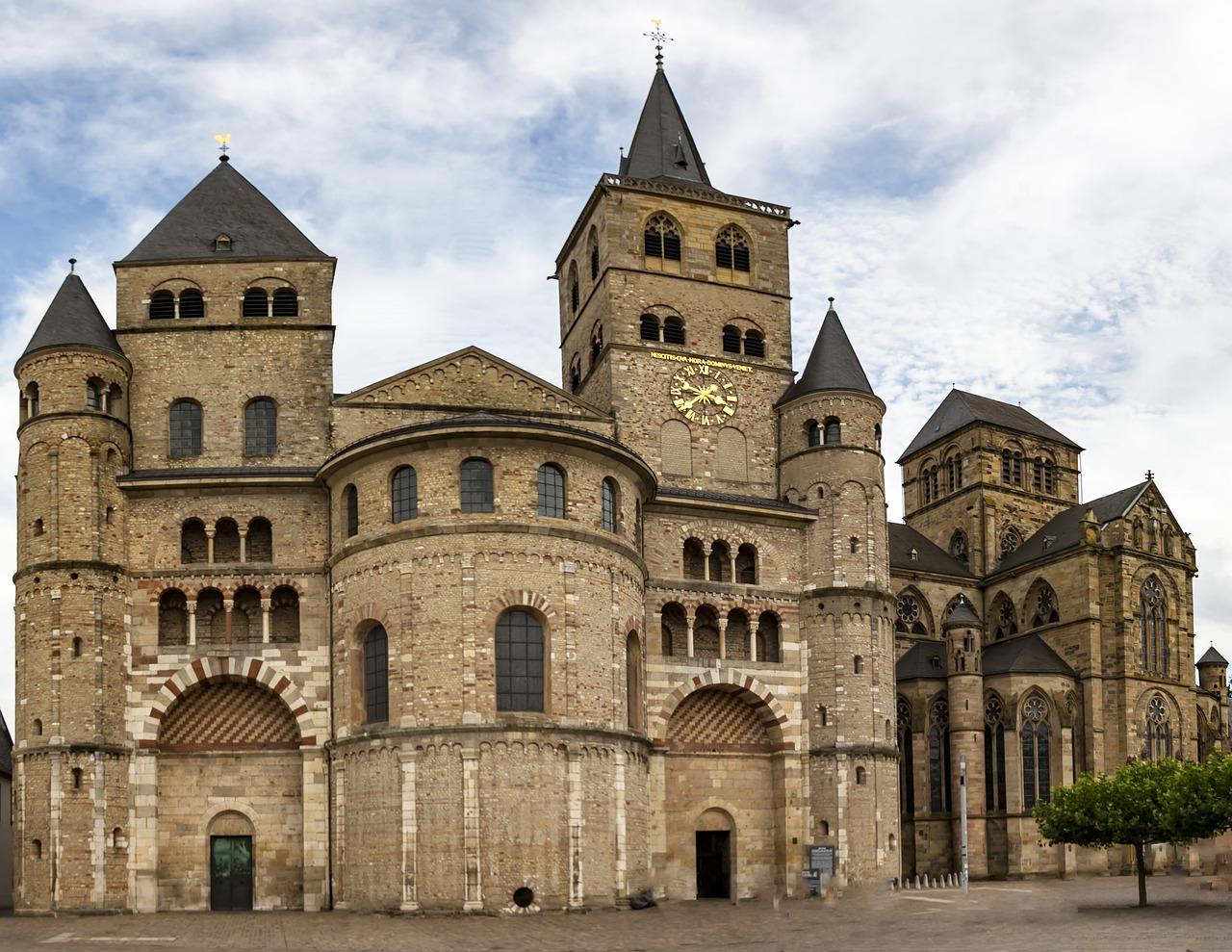 Der Dom der Stadt Trier Sehenswürdigkeiten Millionen beuscher zieht die Stadt jährlich an