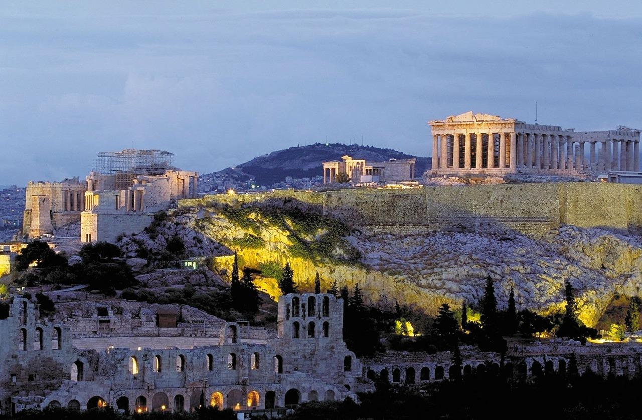 Die Reste vom Akropolis sind von der ganzen Stadt aus zu sehen- Das Museum befindet sich auch direkt um die Ecke