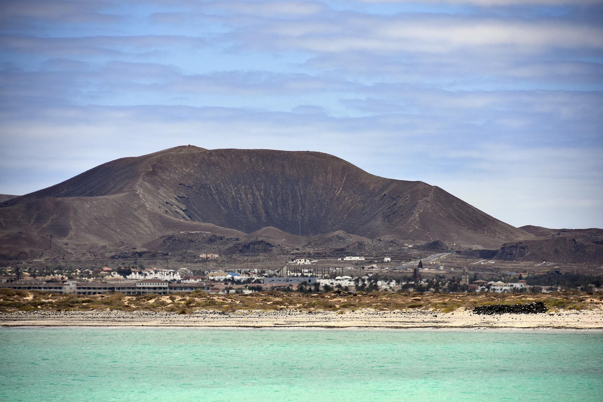 Eine Vulkanlandschaft & Wüste hat sich perfekt im atlantischen Ozean als ein Urlaubsparadies entwickelt
