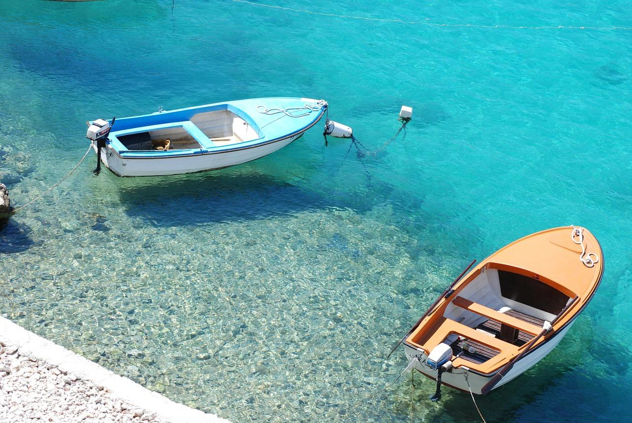 Für so ein Schnellboot brauchst du während deines Badeurlaub keinen Führerschein