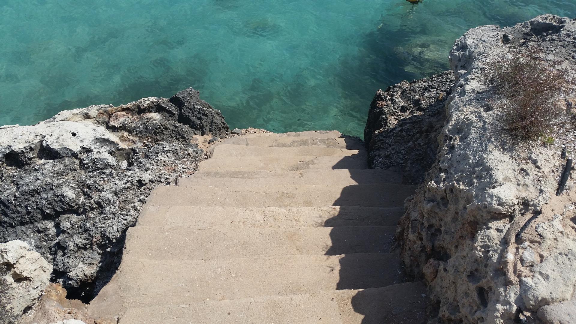 Falls Ihr an einer Klippe seid keine Sorge an der einen oder anderen Stelle kann man auch von hier aus in das Meer