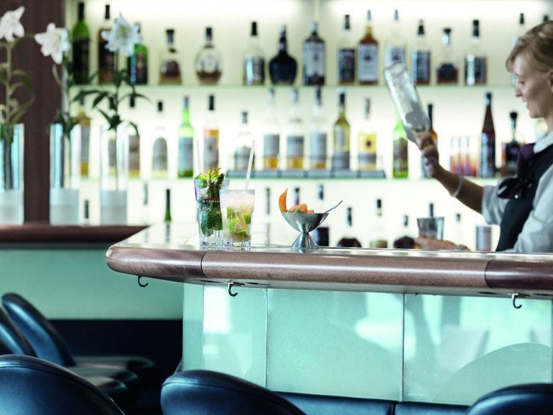 Im Hotel Neptun Warnemünde werden exzellente Cocktails gezaubert, wenn du eine Auszeit suchst bist du hier richtig