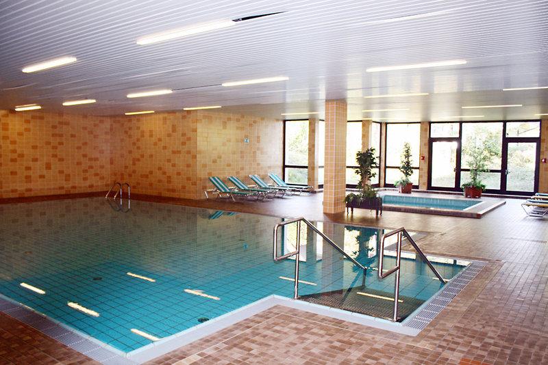 Im Indoorbereich kann man auch bei nicht so gutem Wetter im Pool schwimmen