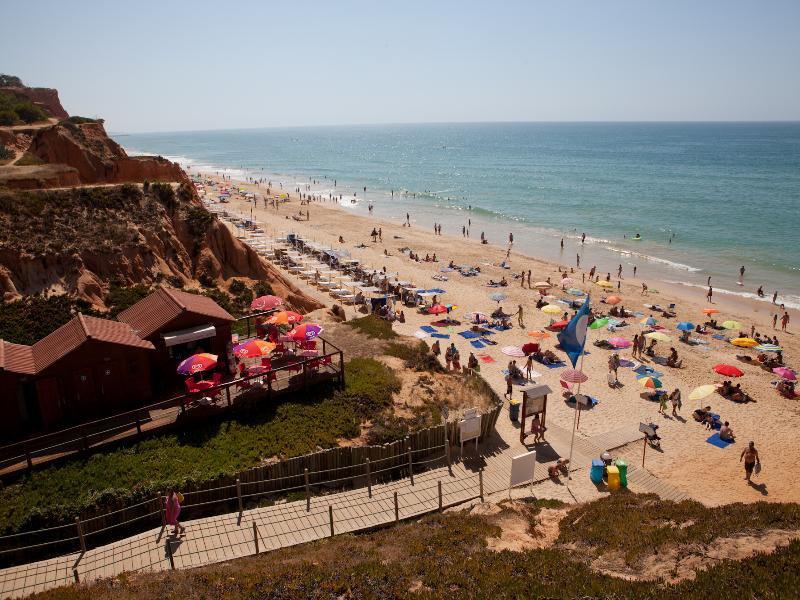 Im Sommer zieht es zahlreiche Besucher der ganzen Welt an die südliche Küste von Portugal