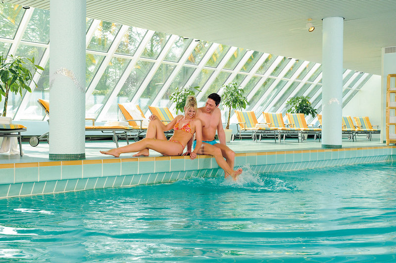 Im großen Becken kann man was für seinen Rücken tun - Pool
