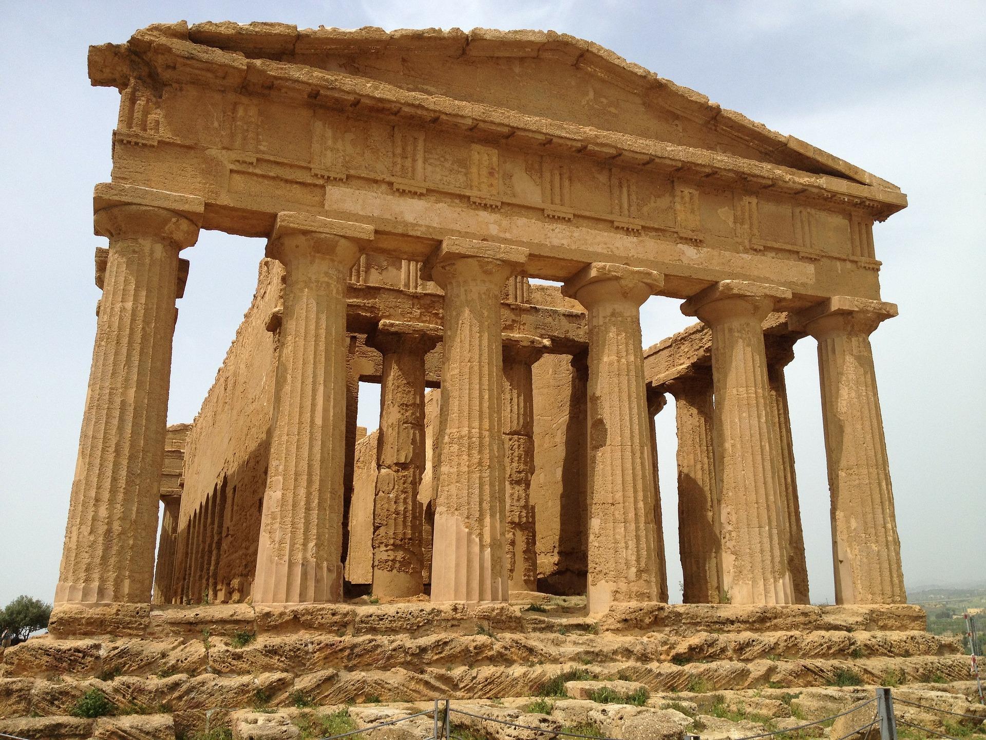 In Sizilien stehen zahlreiche alte Bauten der Römerzeit