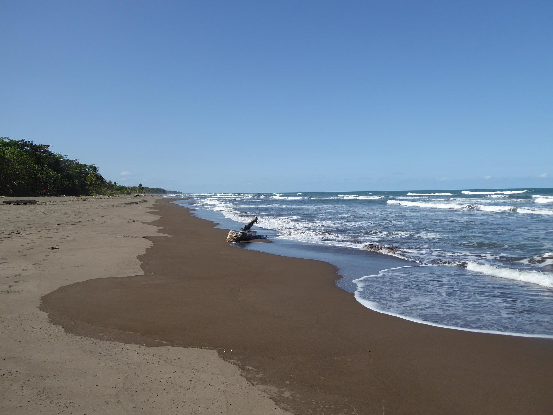 In dieser Region in Mittelamerika ist der Strand ziemlich dunkel