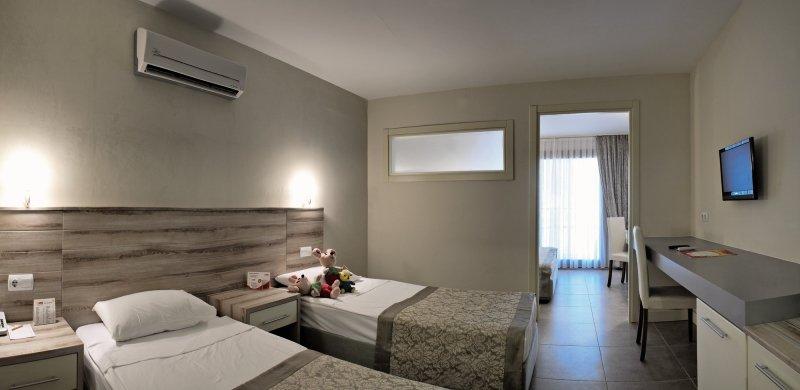 Hoteleigener Sandstrand im Ömer Village - Urlaub in der Türkei