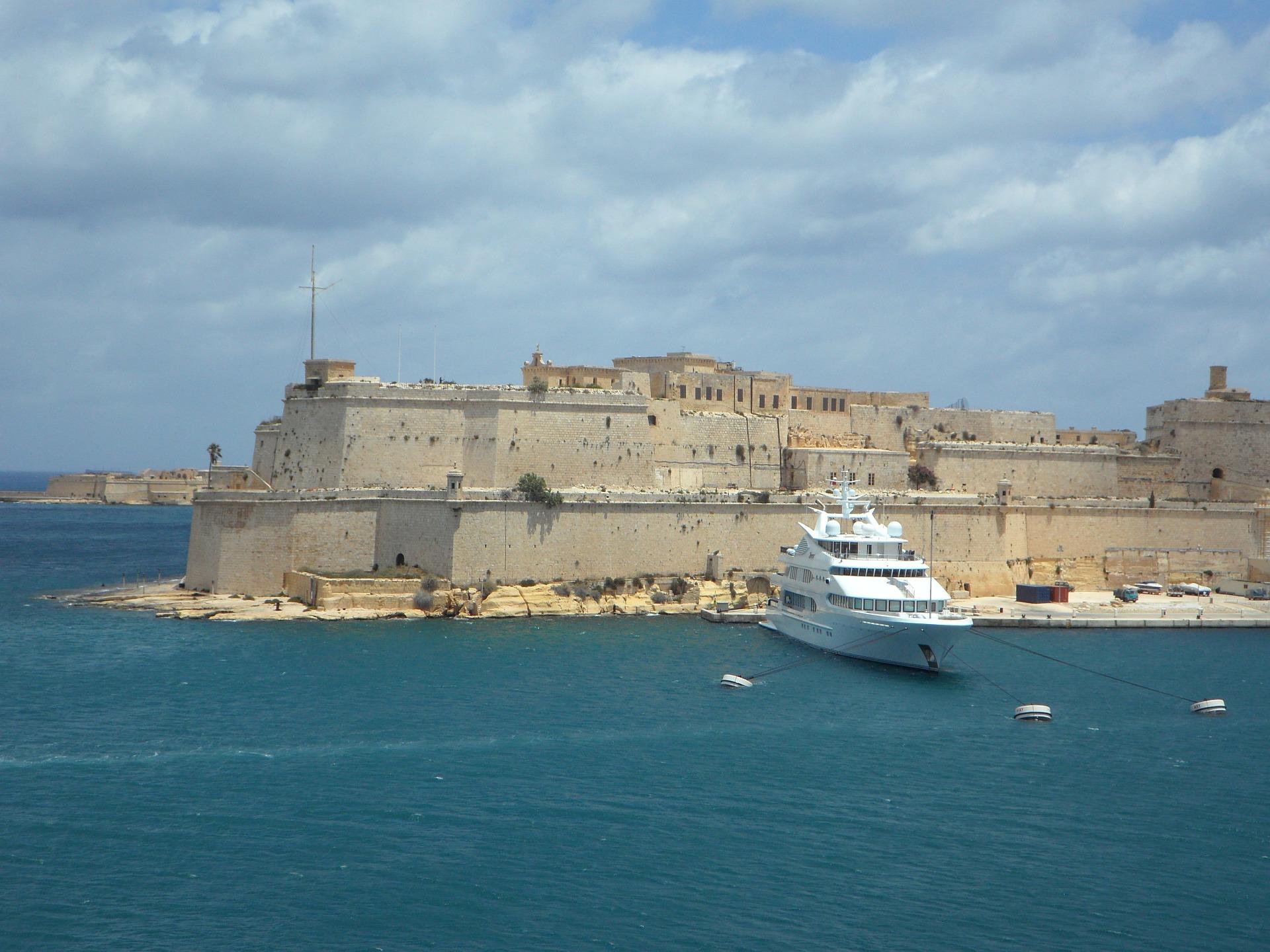 Malta Deals - tauch ein in einen Urlaub mit bauten aus der Vergangenheit & Shoppingmalls der Zukunft