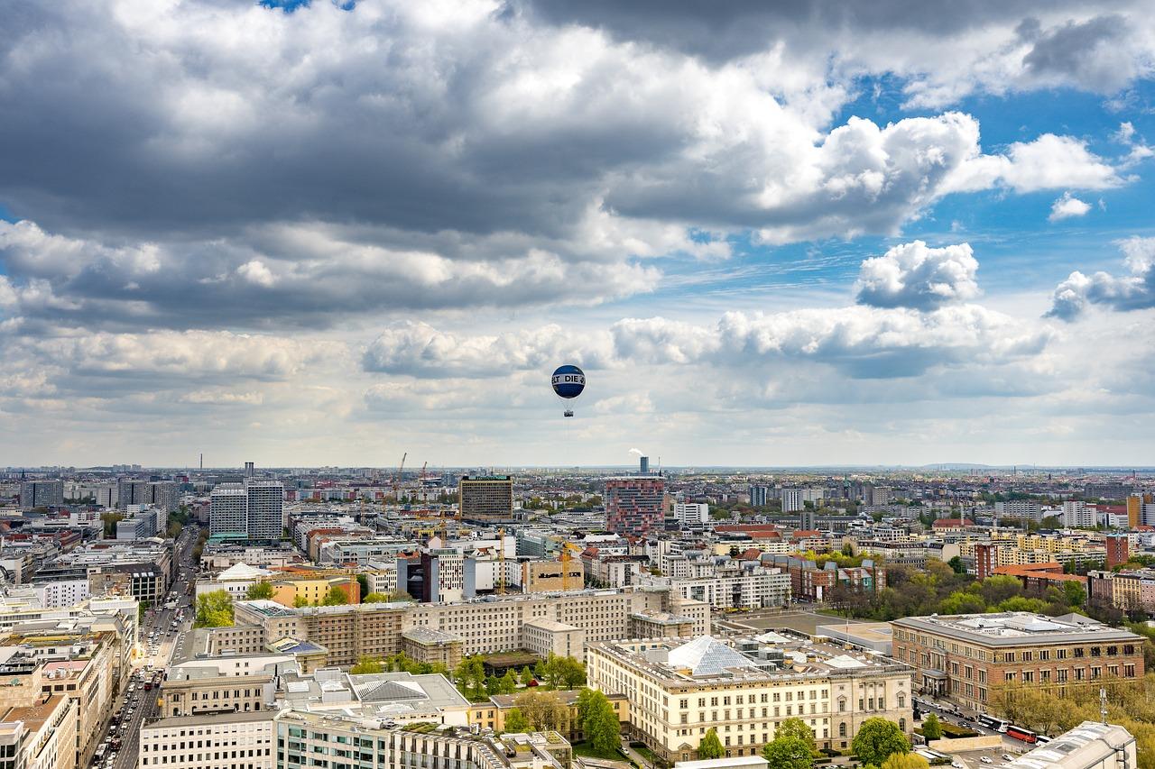 Panorama Bild der Millionen Metropole Flug Luxemburg - Berlin