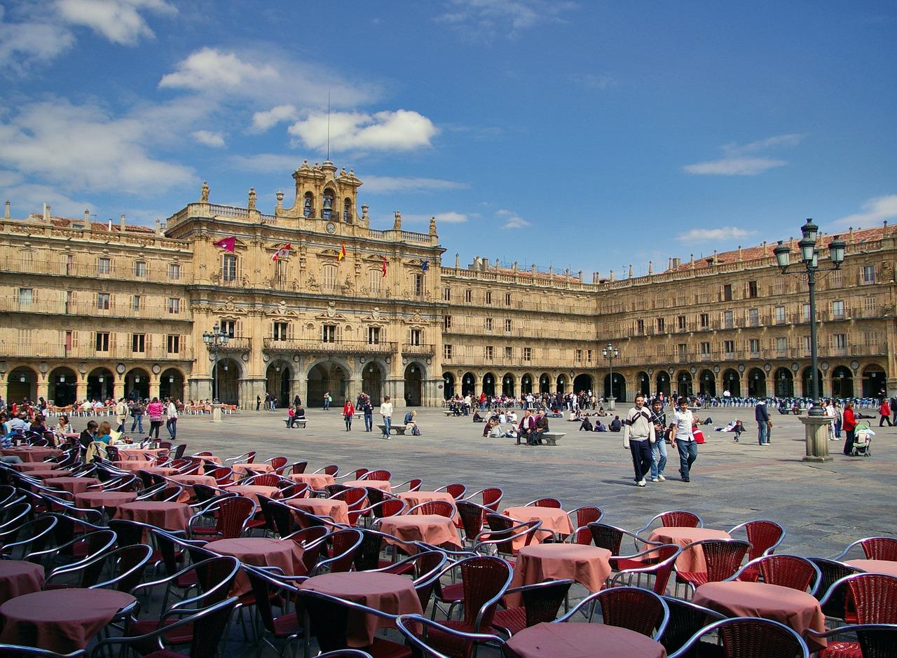 Plaza Mayor in der spanischen Hauptstadt Madrid gehört zu den wichtigsten Orten der Stadt