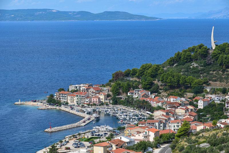 Podgora Kroatien, das kleine Dorf in der nähe von Split