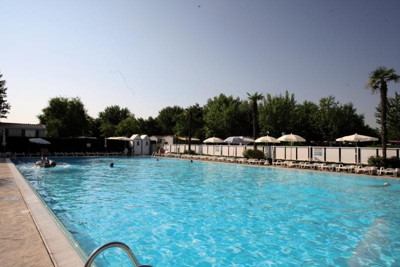 Pool der Ferien Anlage Butterfly Camping Village Pescheira del Garda in Lago di Garda