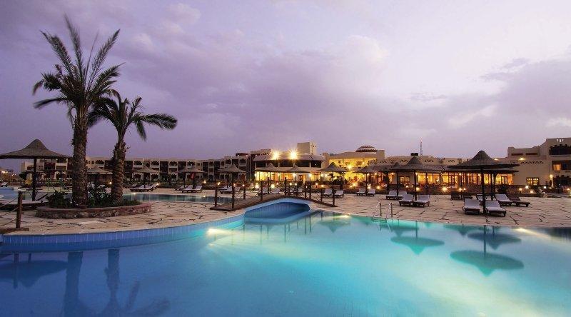 Poolanlage & Hotelanlage vom Joli Beach