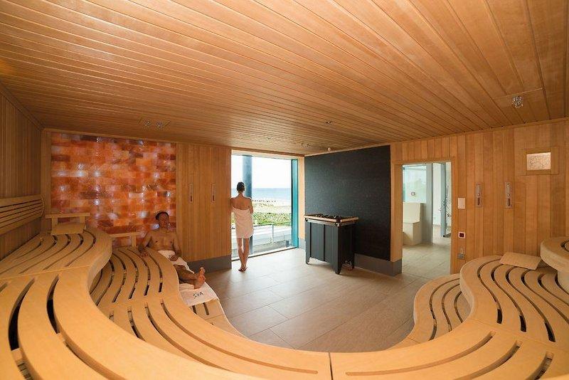 Selbst der Sauna bereich ist groß genug um die Hotelgäste voll zufrieden zu stellen