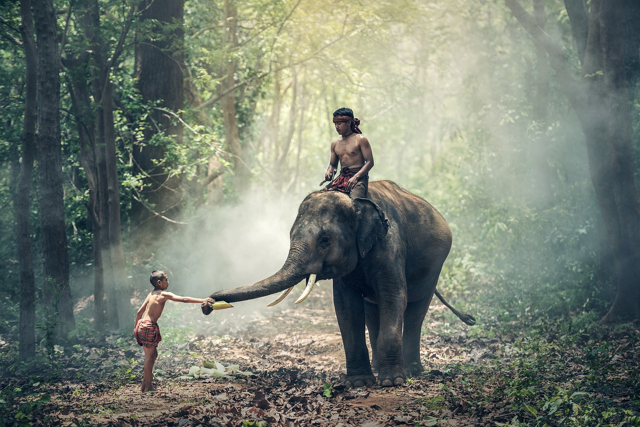 So reiten die Menschen in Myanmar