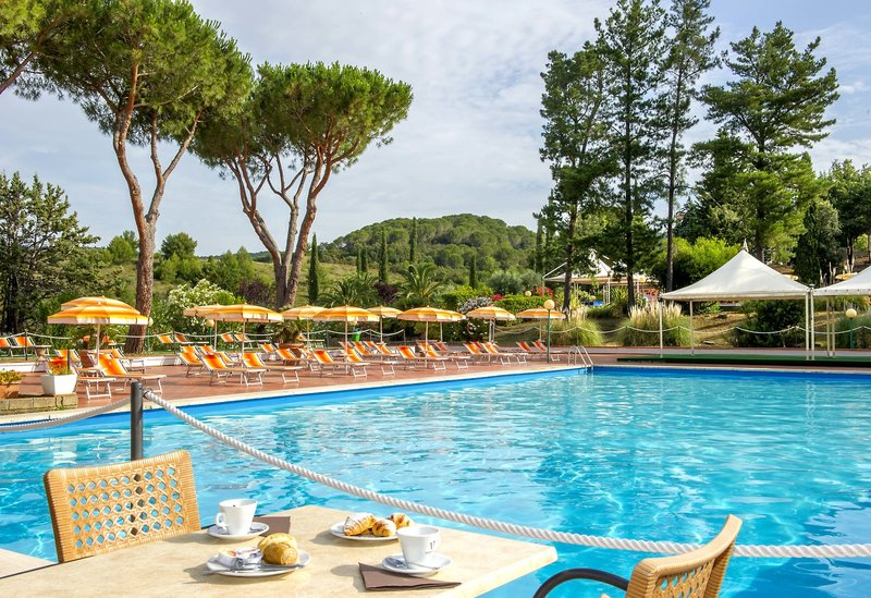 Genießen Sie die Aussicht auf dem Golfplatz in dem Appartement in Toskana