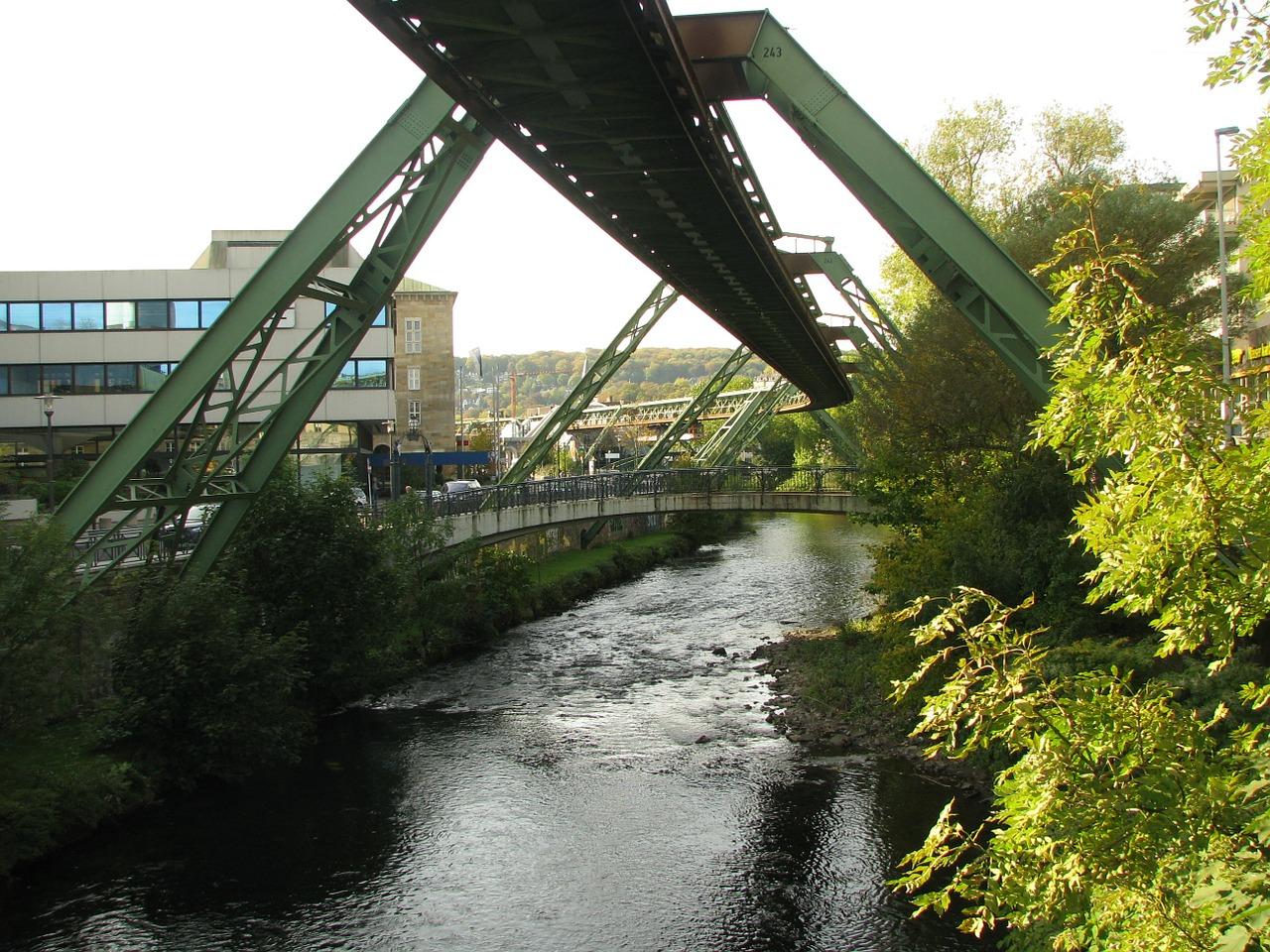 Wupper mündet im Rhein zwischen Leverkusen und Dormagen