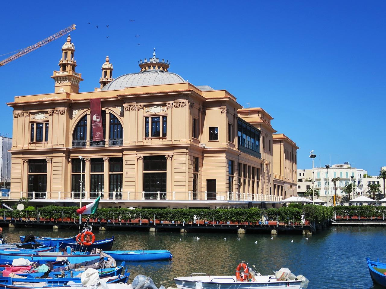 Am Hafen der Gemeinde an der Adriaküste kann man perfekt ausgehen