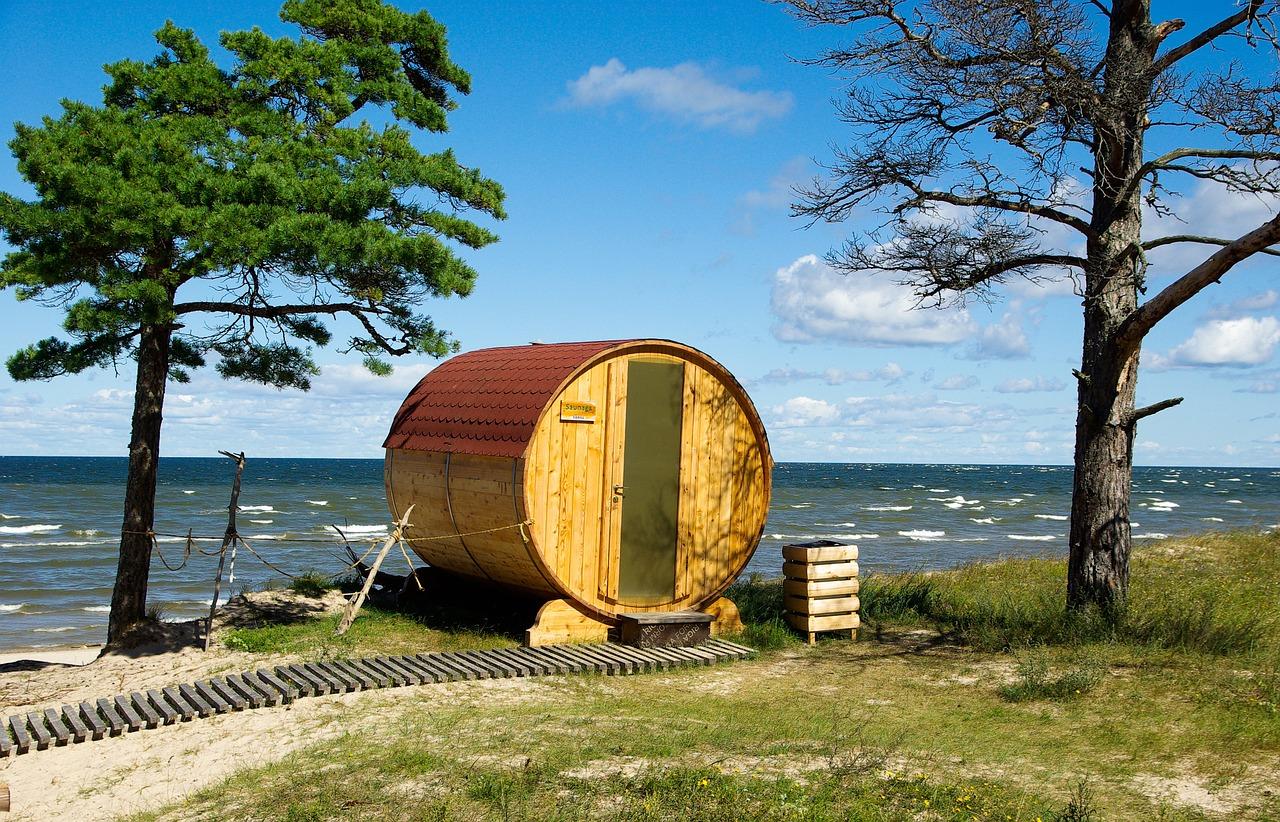 Auch im Winter wird die Küste Riga Ostsee gerne besucht aufgrund der Sauna