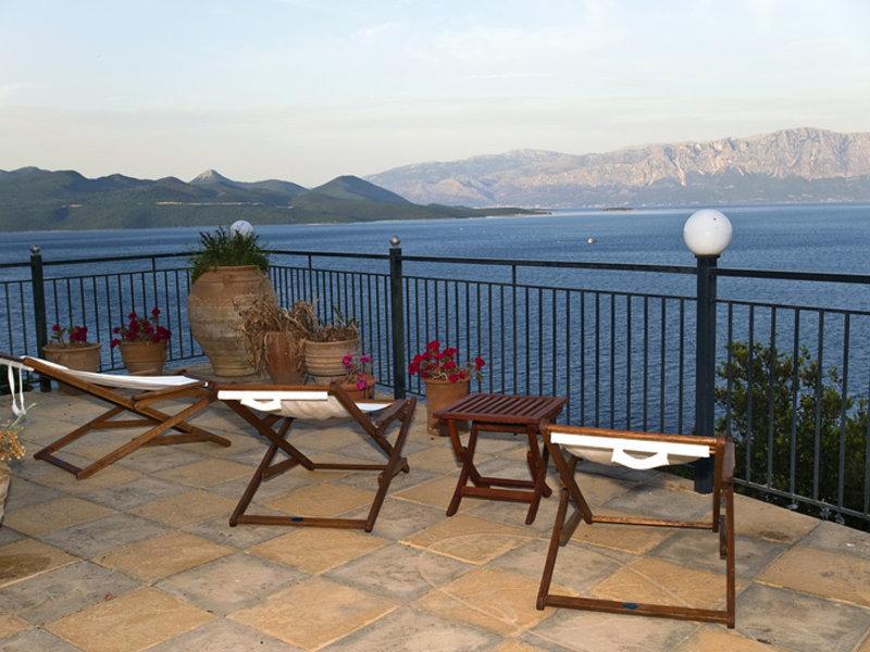 Beispiel Terasse der zwei Sterne Villa MAgemenou die günstigste Unterkunft in Nikiana
