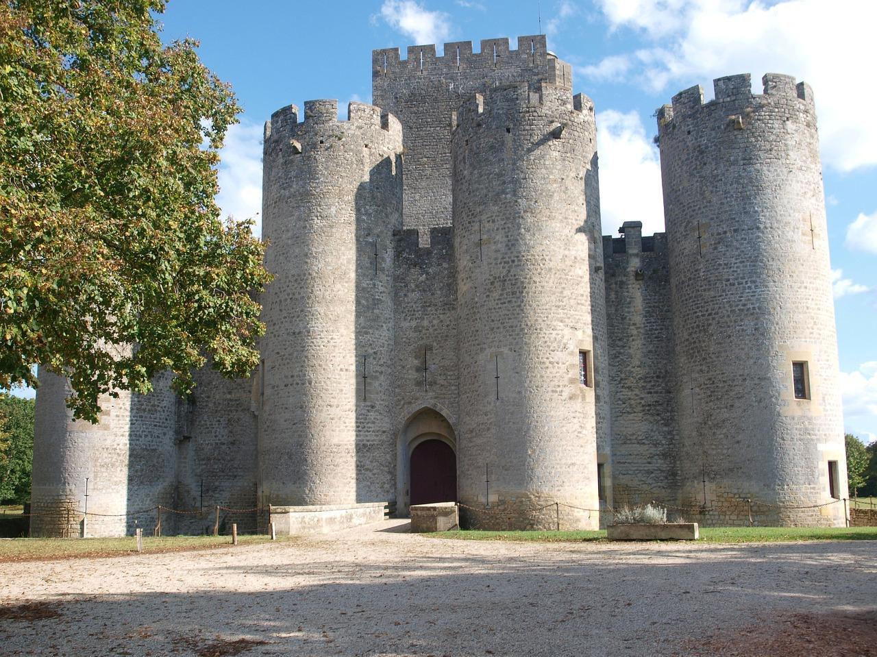 Das Chaetau der Stadt steht schon seitdem frühen Mittelalter