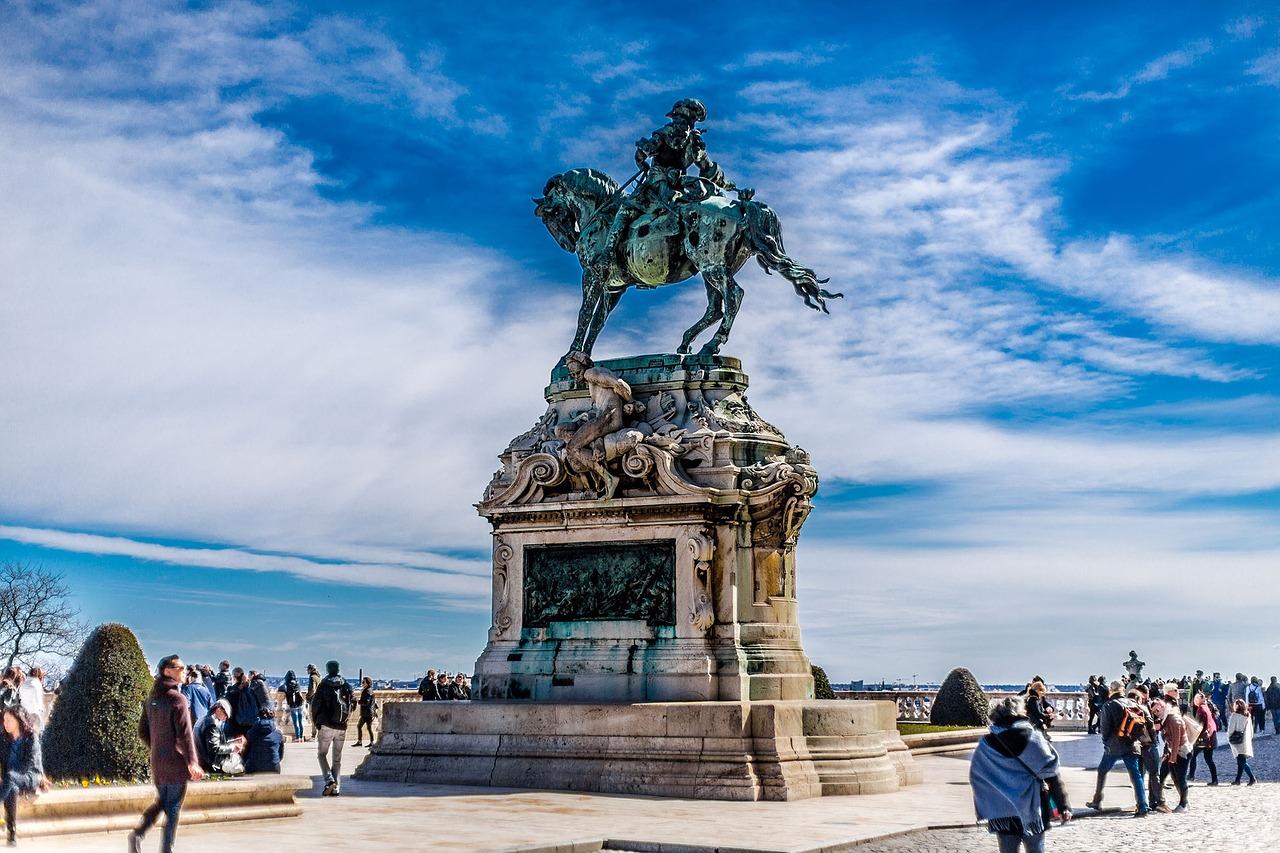 Denkmal in der Metropole am Ufer der Donau