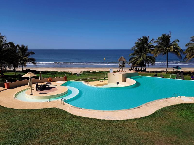 Der Pool dient bei der Strandnähe nur zur Deko das ganze Jahr über kann man im warmen Ozean baden