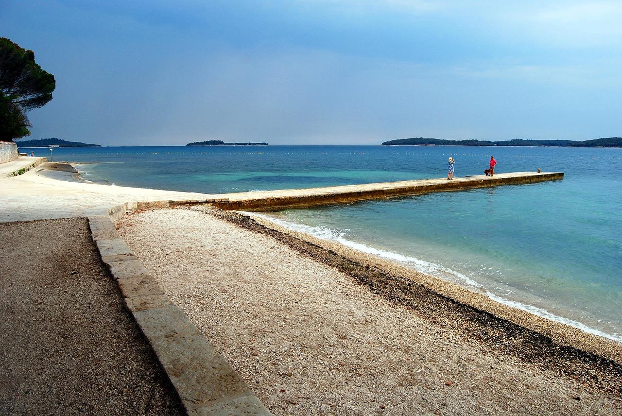 Der Strand in Pula