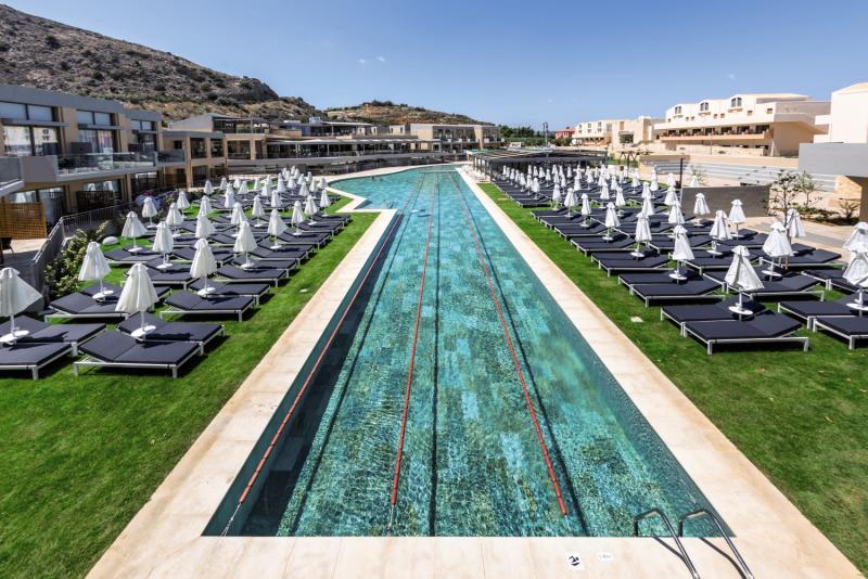 Die Anlage ist komplett von Pools umgeben