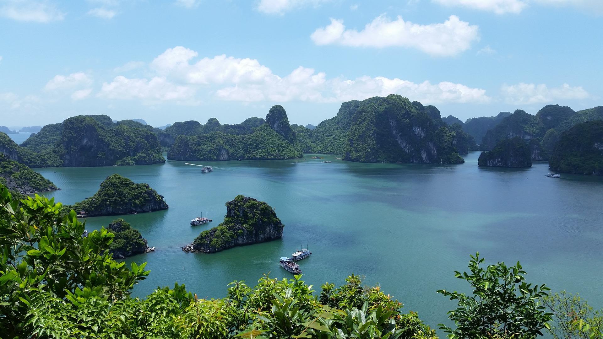 Ha long bucht circa 120 Kilometer östlich von Hanoi