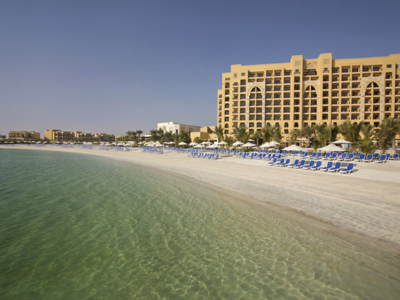 Hoteleigener Sandstrand im Double Tree by Hilton Resort & Spa Marjan Island