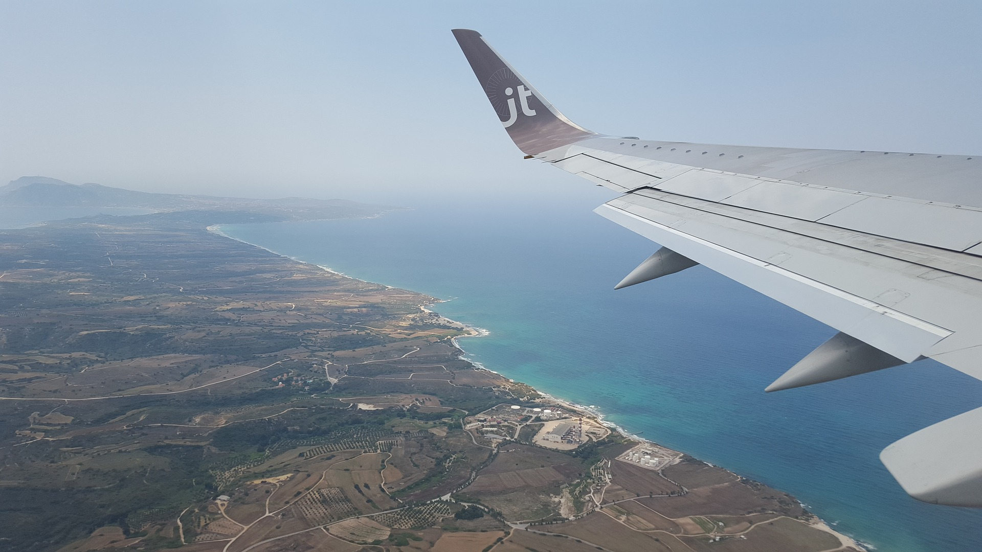 Insel von oben im Flugzeug