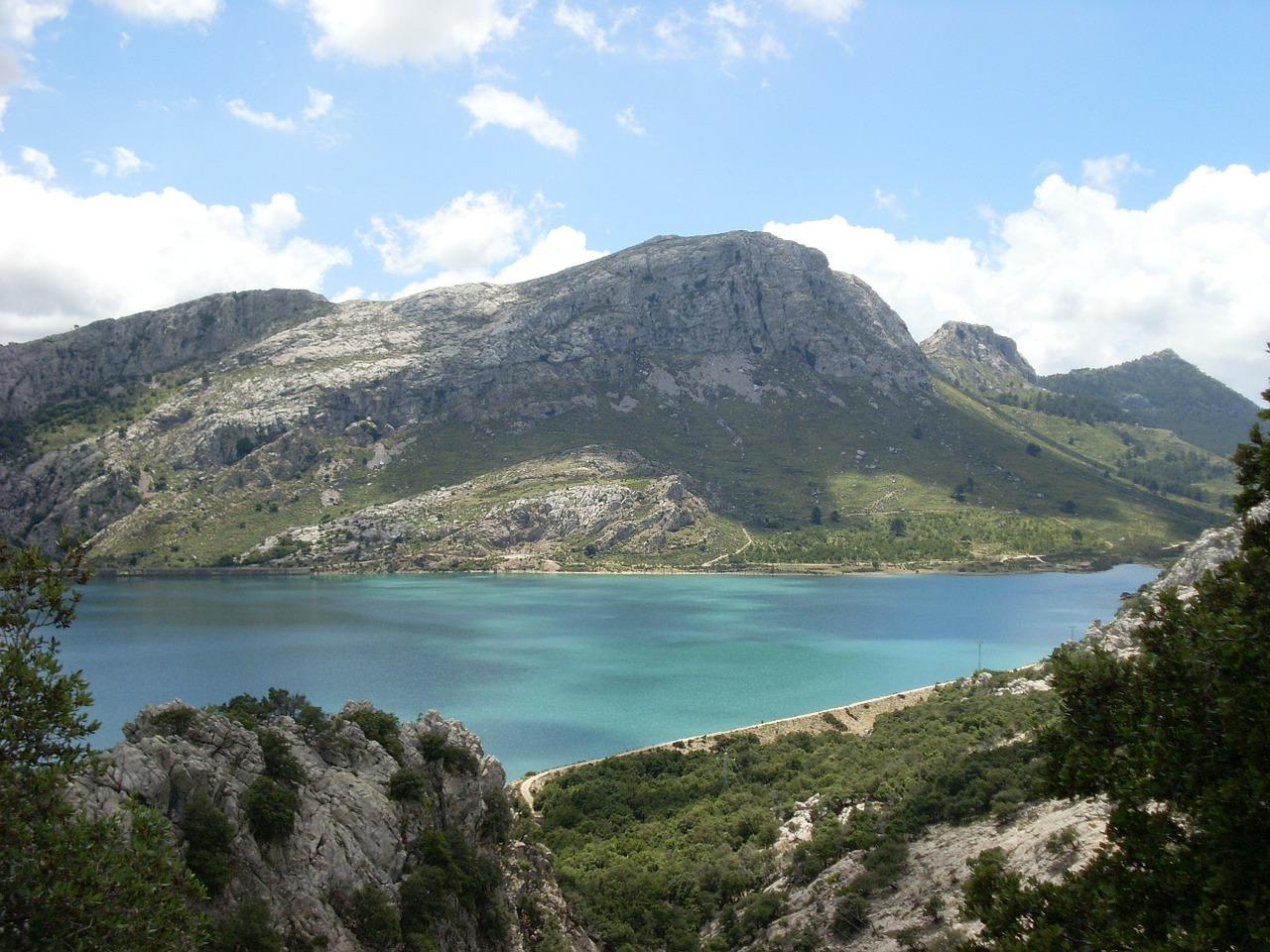 Mallorca Urlaub Pauschal Deals bringen dich an den See der inmitten der Insel liegt