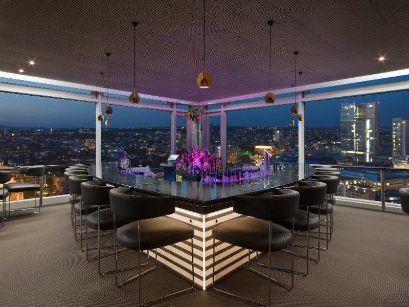 Rooftopbar im Hotel