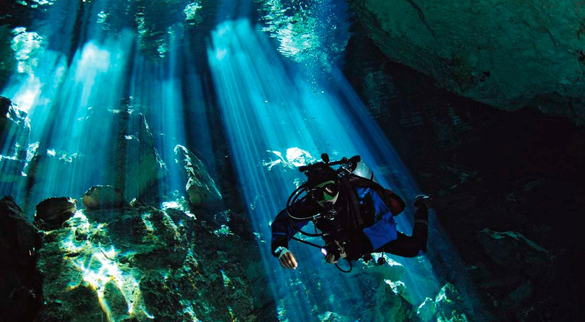 Schnorcheln in der Unterwasser Höhle Carretera