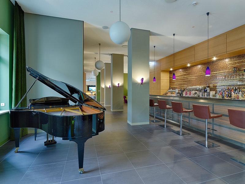 Stilvolle Bar im 5 Sterne Hotel Elbresidenz