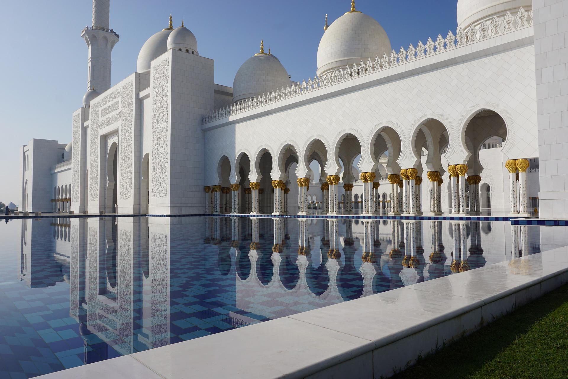 Willkommen in Abu Dhabi hier steht die mächtigste Moschee der Welt
