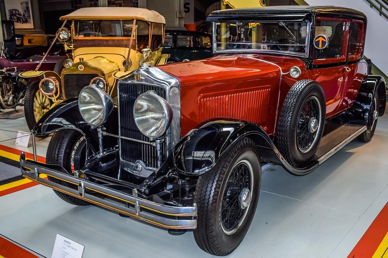 Zahlreiche historische Autos findet Ihr im Autoworld Brüssel