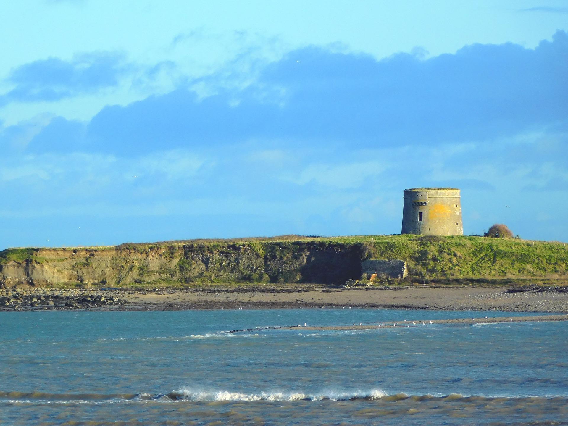 martello tower an der Küste