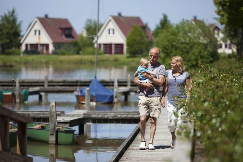 Am sauberen See gelegen im Norden der Niederlande für einen perfekten Familienurlaub
