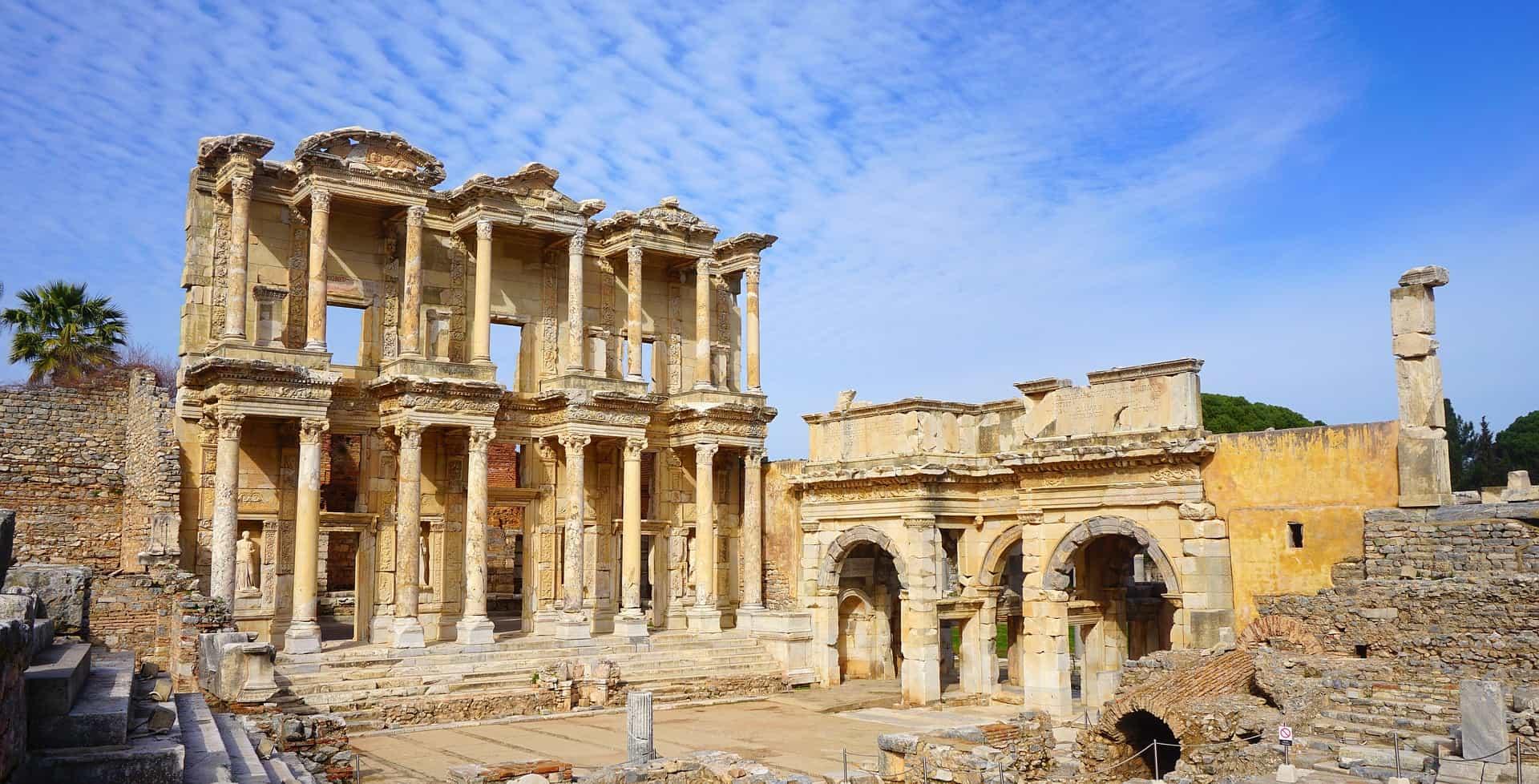 An der antiken Hafenstadt Ephesus findet Ihr die Ruinen des Artemis Tempels