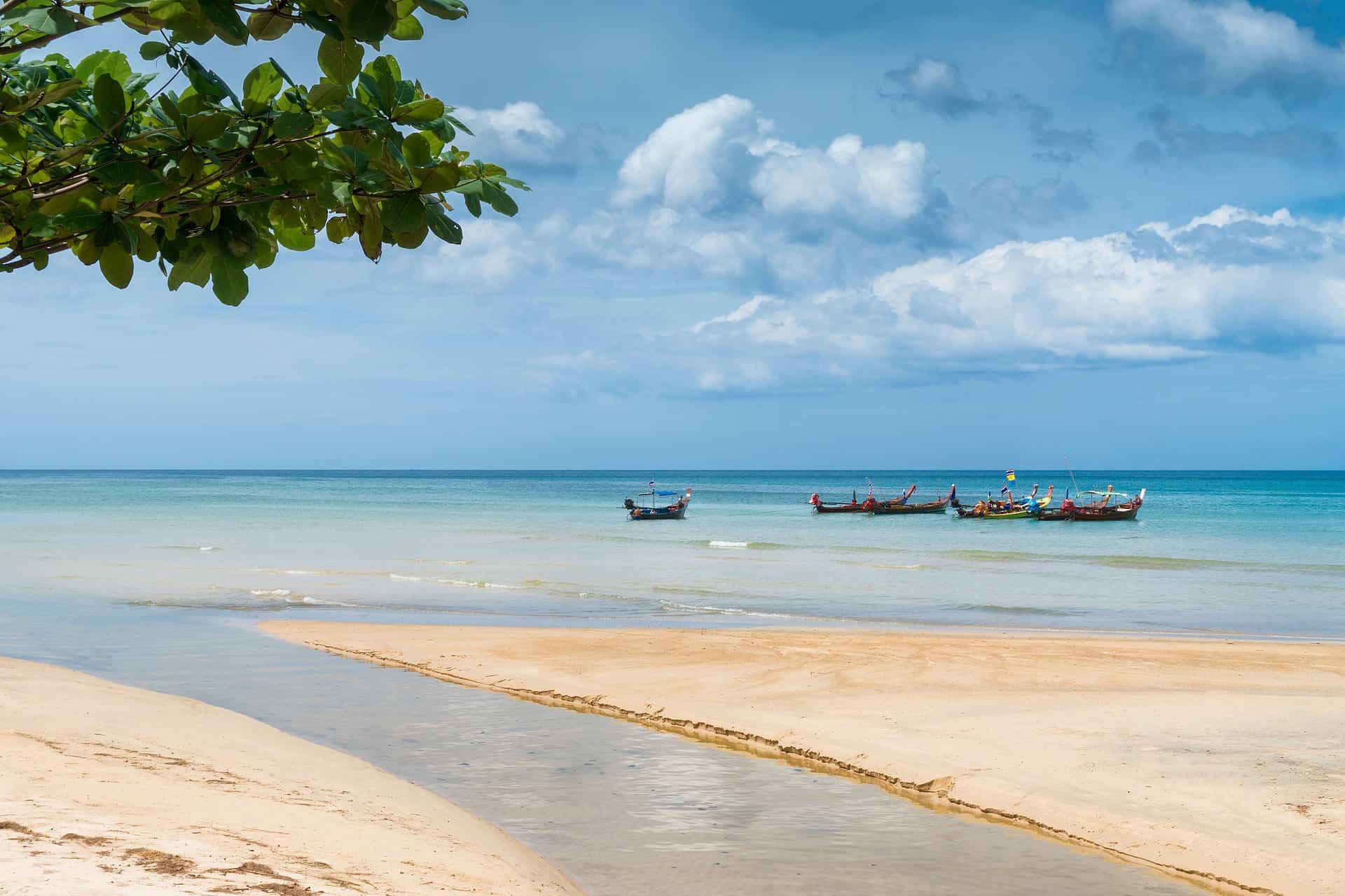 Auch Flüge nach Phuket kosten im Inland für einen Weg circa 60,00€