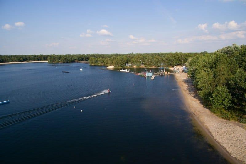 Auch für päärchen und ruhe Suchende ist der See mit seinen ruhigen Sandstränden nur zu empfehlen - Center Parcs de Vossemeren