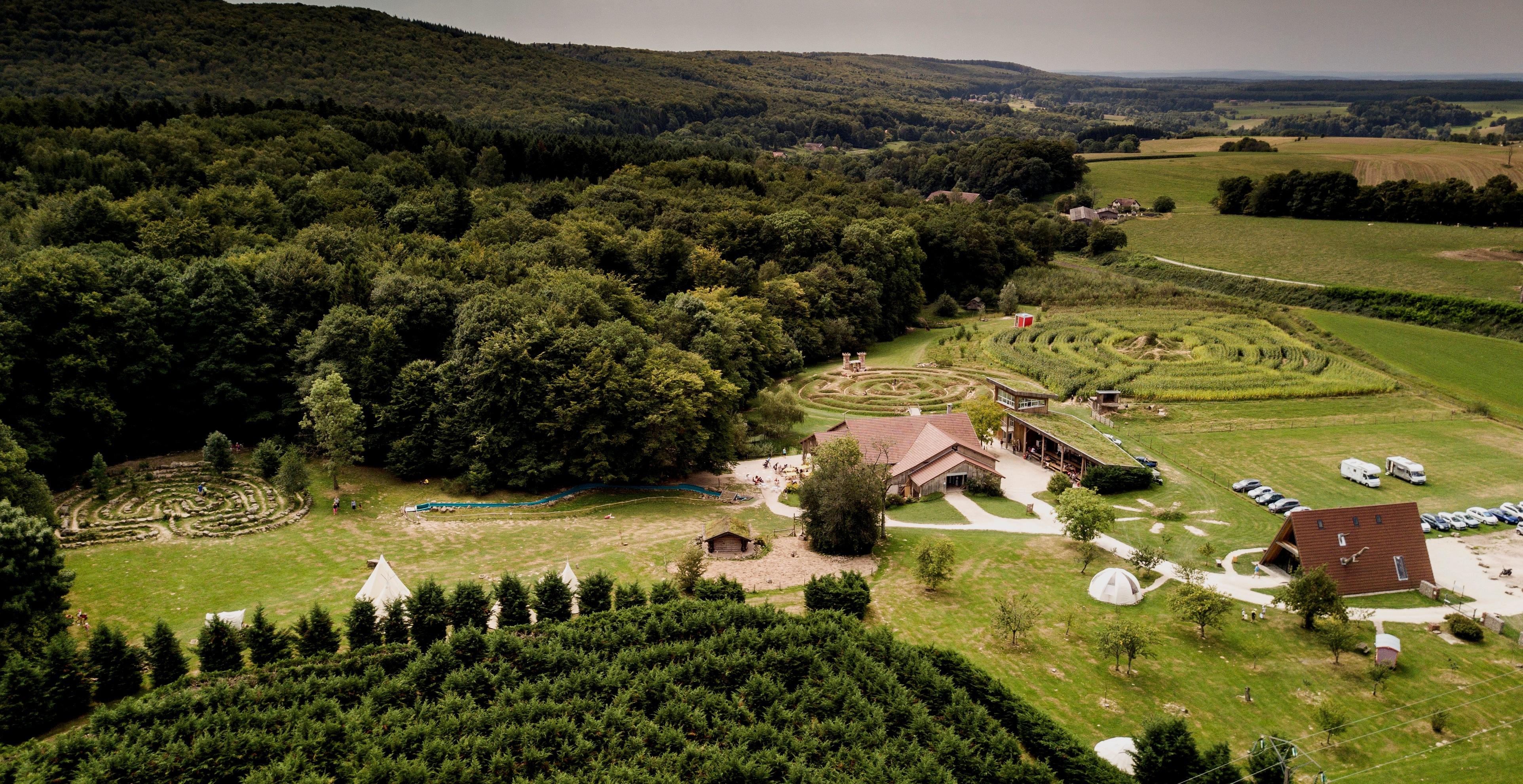 Außergewöhnliche Ferienanlage in Frankreich das La Ferme Aventure - Übernachtungen in einer Glaskuppel oder ähnlich außergewöhnliches