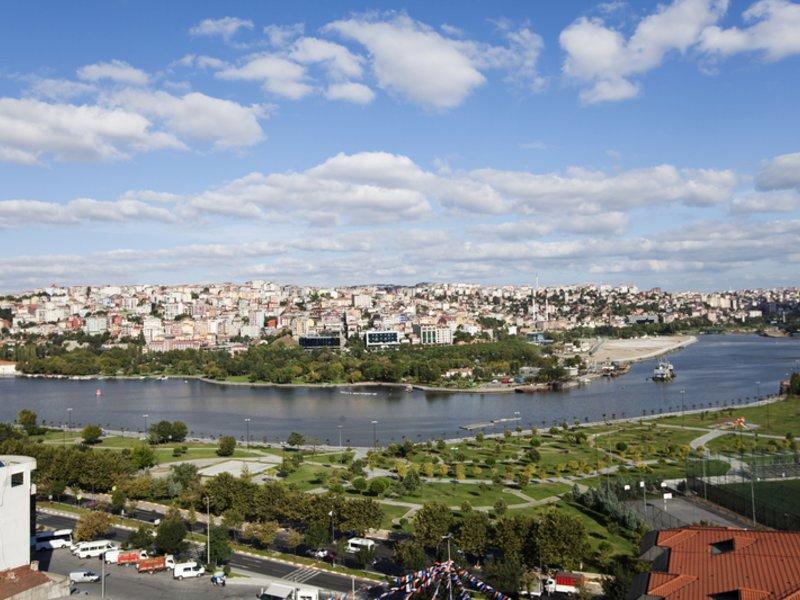 Aussicht aus dem Zimmer im Hilton Garden Inn Istanbul Golden Horn 3,5 Sterne
