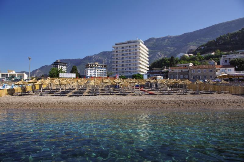 Das gute 4 Sterne Hotel in Montenegro von vorne