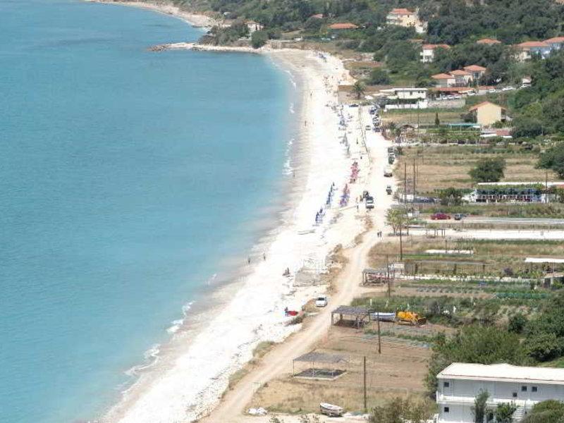 Das zwei Sterne Hotel Lara an der Lourdas Bucht ist eine tolle Unterkunft für den Preis